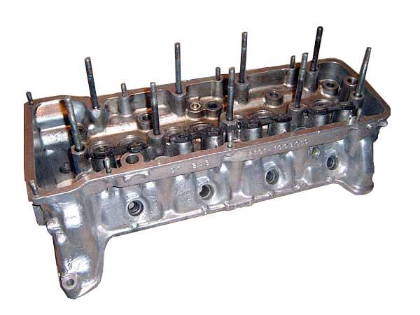 ГБЦ делают из легированного чугуна или алюминиевого сплава