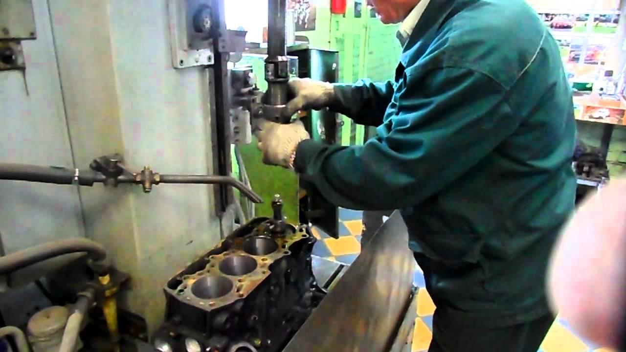 процесс хонинговки блока цилиндров