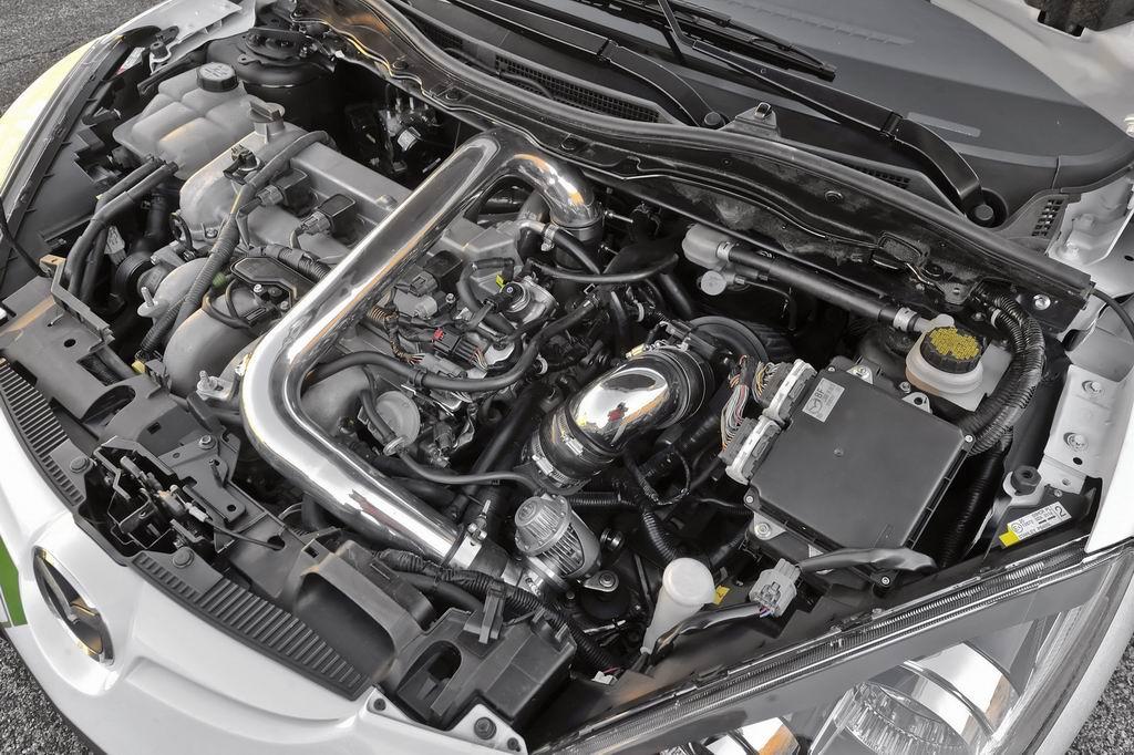 """вид автомобильного мотора марки """"Mazda"""""""