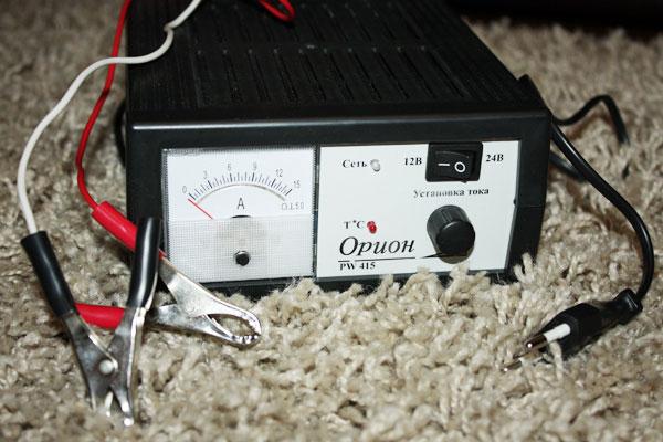 прибор для зарядки автомобильного аккумулятора