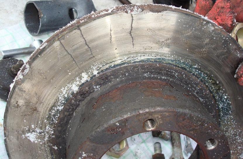 вид ржавых тормозных дисков
