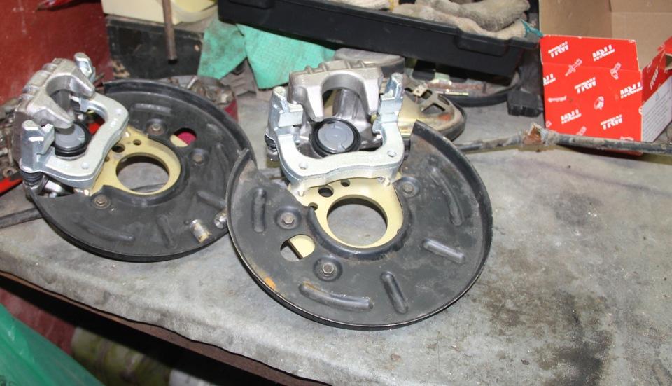 процесс установки задних дисковых тормозов