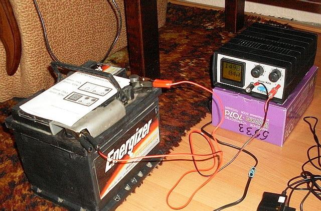 зарядка автомобильного аккумулятора в домашних условиях