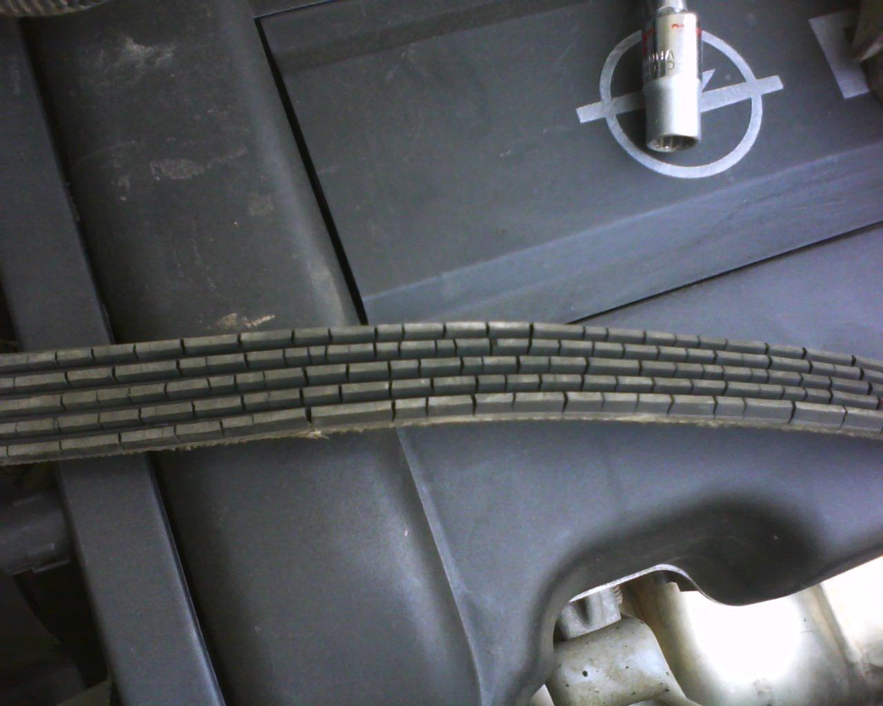 Потресканный ремень автомобильного генератора