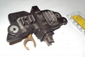 Снятая щетка автомобильного генератора