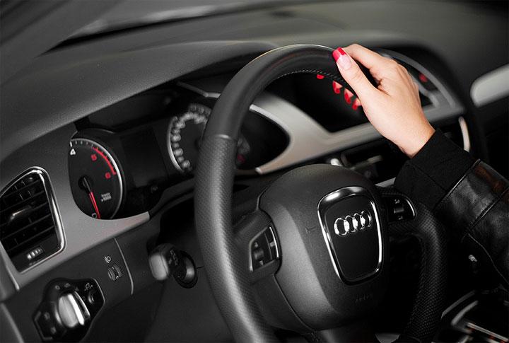 Одна рука на руле