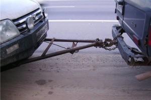 Буксировка автомобиля на жесткой сцепке