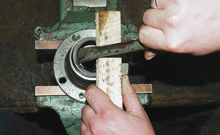 Удаление смазки с подшипника ступицы