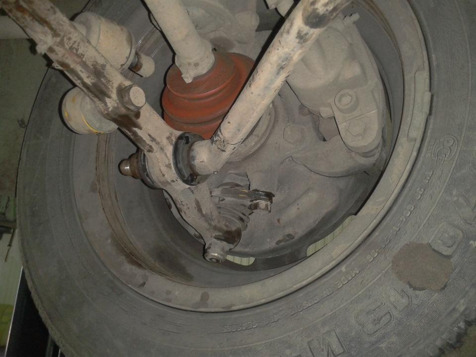 Автомобильное колесо и сайлентблок