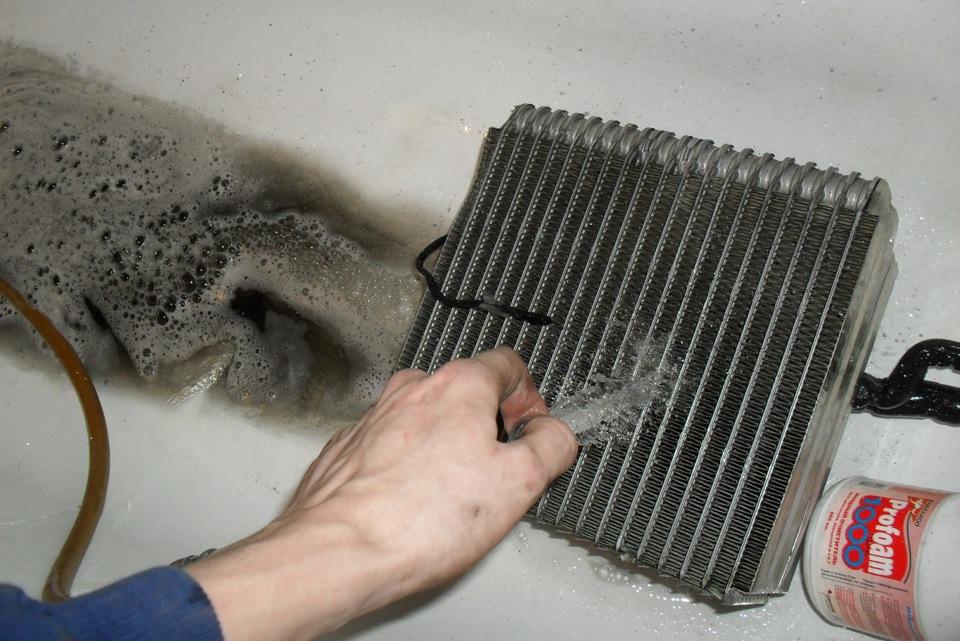 Очистка испарителя кондиционера водой