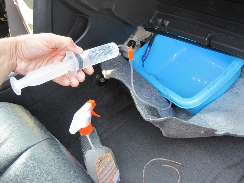 Очистка кондиционера автомобиля хлоргексидином