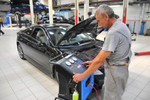 Заправка автомобильного кондиционера фреоном
