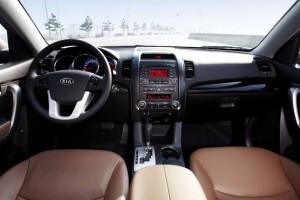 Сиденья, руль и панель приборов автомобиля