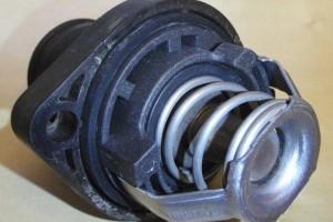 Автомобильный термостат системы охлаждения