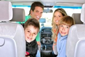 Семья в салоне авто
