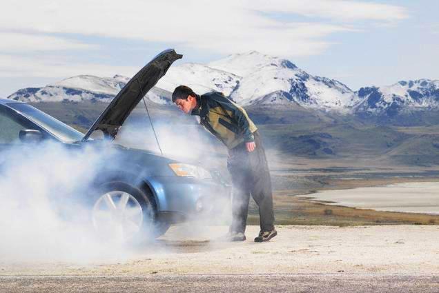 Дым из капота авто