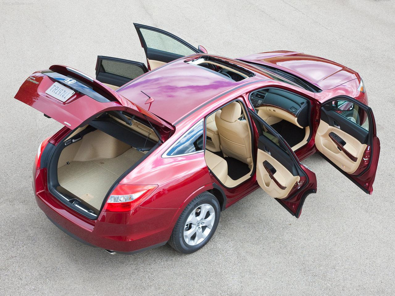 """""""Honda Crosstour"""" с открытыми дверьми и багажником"""