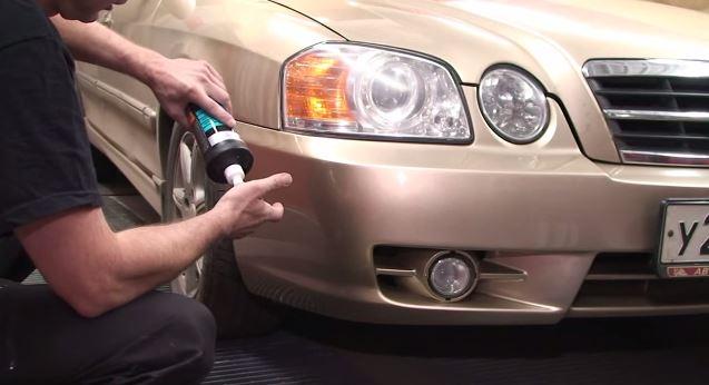 Полировка бампера при помощи специального средства