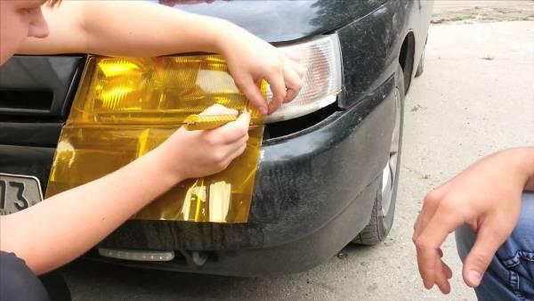 Процесс тонирования оптики желтой пленкой