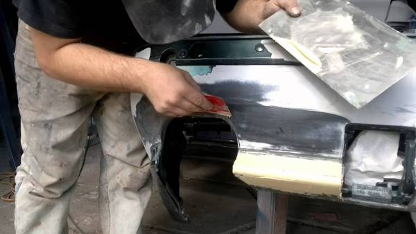 Шпатлевание частей бампера