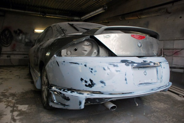 Зашпатлеваный бампер автомобиля
