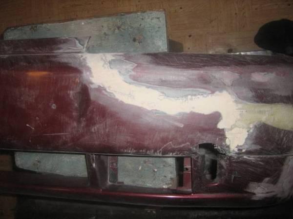 Заделанные шпатлевкой поврежденные участки бампера