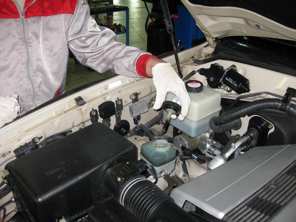 Проверка уровня жидкости гидроусилителя