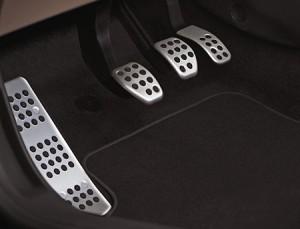 Расположение педалей внутри автомобиля