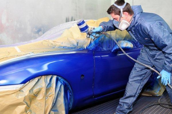 Покраска кузова машины синей краской