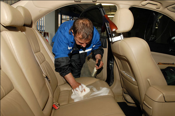 Средство для очистки кожи в авто