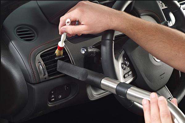 Чистка панели управления автомобиля