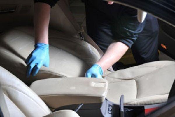 Установка кожаных автомобильных сидений