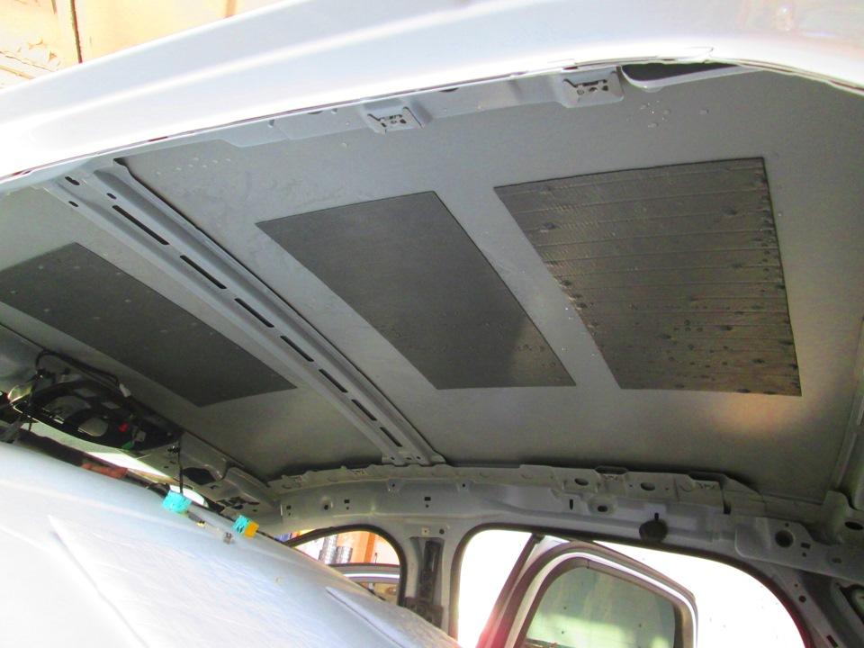 Пласты шумоизоляционного материала на крыше
