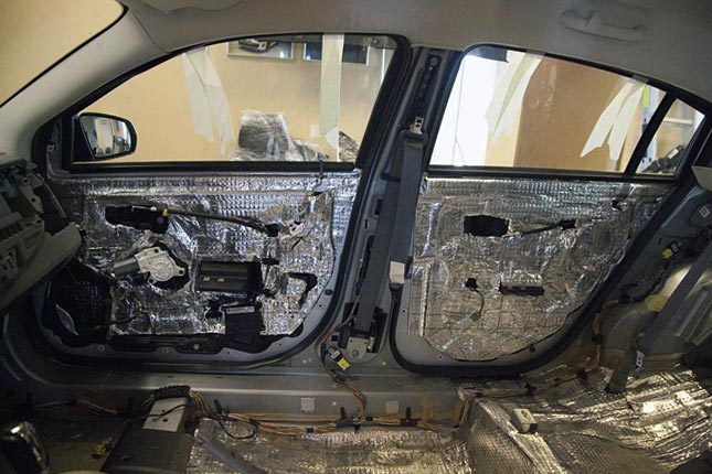 Двери автомобиля в разборке