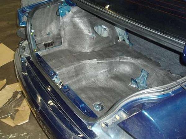 Шумоизоляция багажника на фото