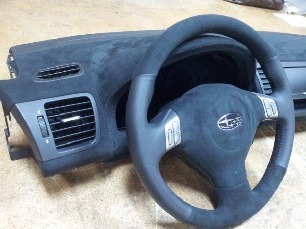 Торпедо и руль авто обшитые альмарой
