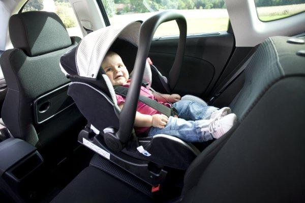 Детское автокресло группы 0 устанавливают против движения автомобиля