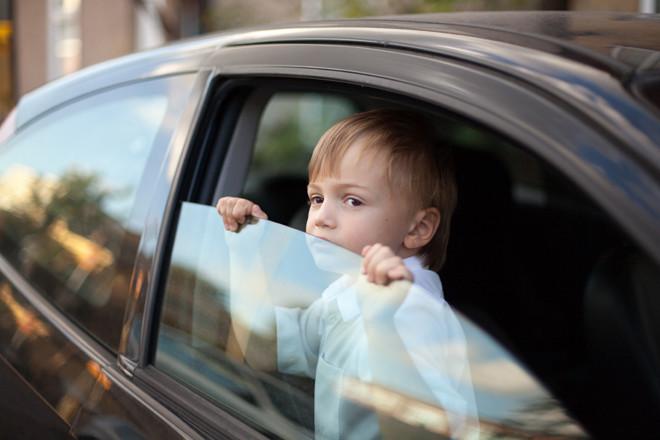 Перевозка ребенка без автокресла представляет серьезную угрозу жизни